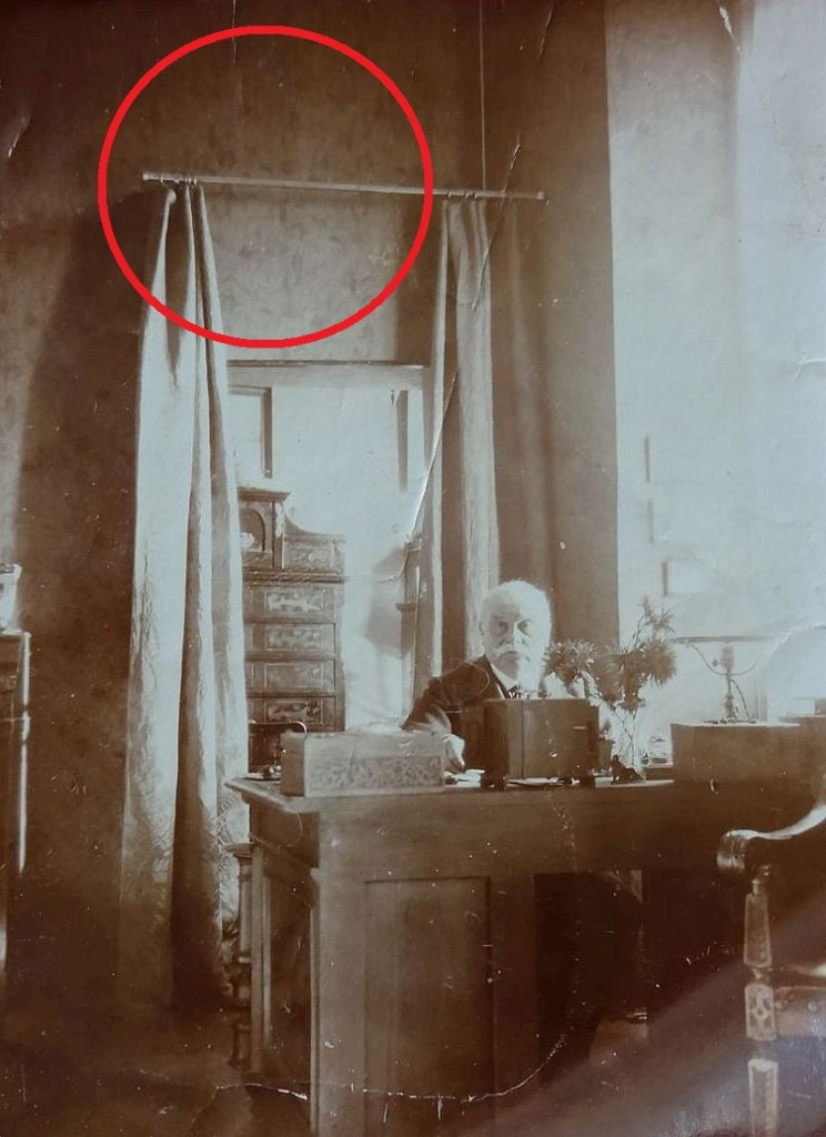 Private collector Franz Fromm in his study in the 1930ies